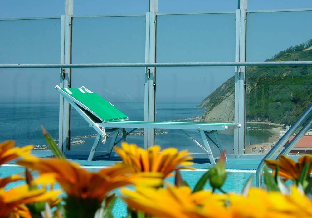 Hotel con piscina Gabicce Mare con vista